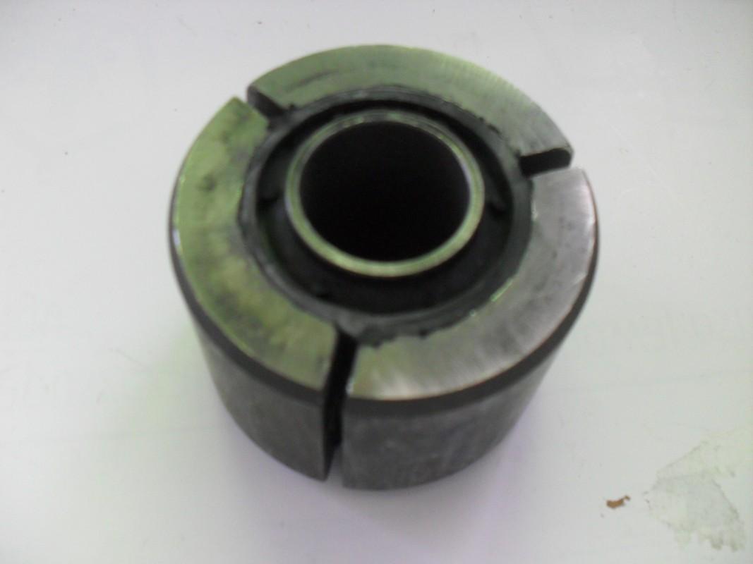 Tuleja metalowo gumowa zawieszenia tył